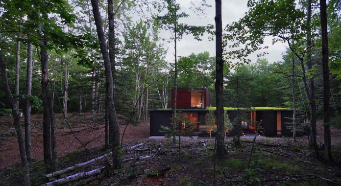 Small-Pleated-House-in-the-forrest-by-Johnsen-Schmaling-Architects-11