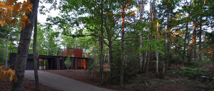 Small-Pleated-House-in-the-forrest-by-Johnsen-Schmaling-Architects-12