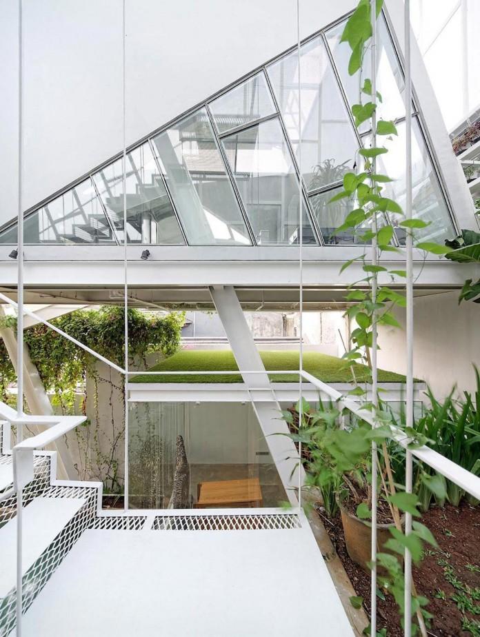 Small-Slanted-House-in-Jakarta-by-Budi-Pradono-Architects-03