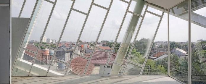 Small-Slanted-House-in-Jakarta-by-Budi-Pradono-Architects-04
