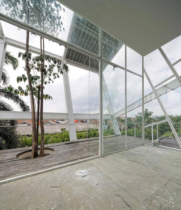 Small-Slanted-House-in-Jakarta-by-Budi-Pradono-Architects-08