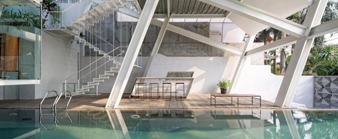 Small-Slanted-House-in-Jakarta-by-Budi-Pradono-Architects-12