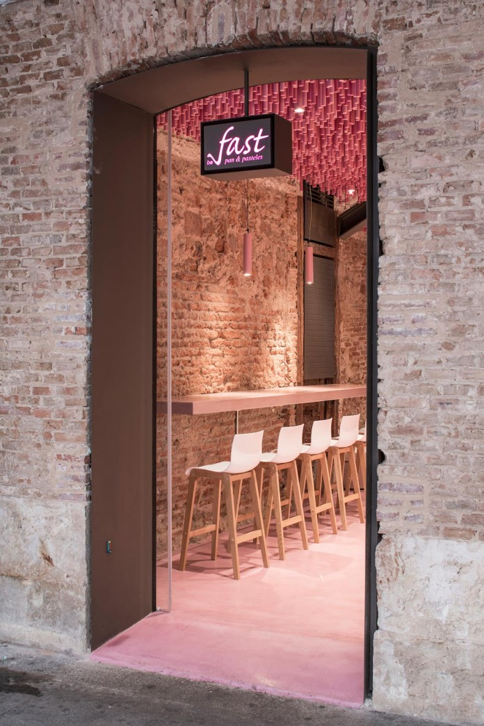 bakery-madrid-stunning-12000-pink-painted-wooden-sticks-ceiling-ideo-arquitectura-15