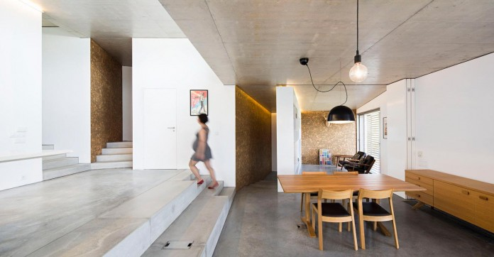 hill-home-in-gateira-near-vineyards-pines-olive-trees-camarim-arquitectos-12
