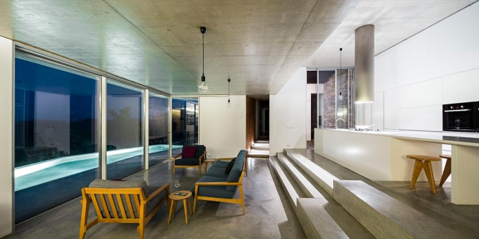 hill-home-in-gateira-near-vineyards-pines-olive-trees-camarim-arquitectos-24