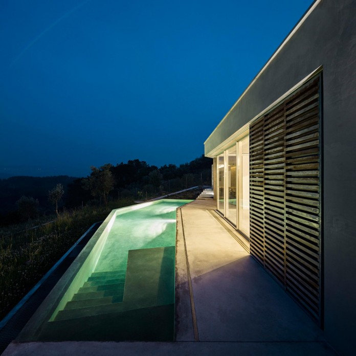 hill-home-in-gateira-near-vineyards-pines-olive-trees-camarim-arquitectos-25