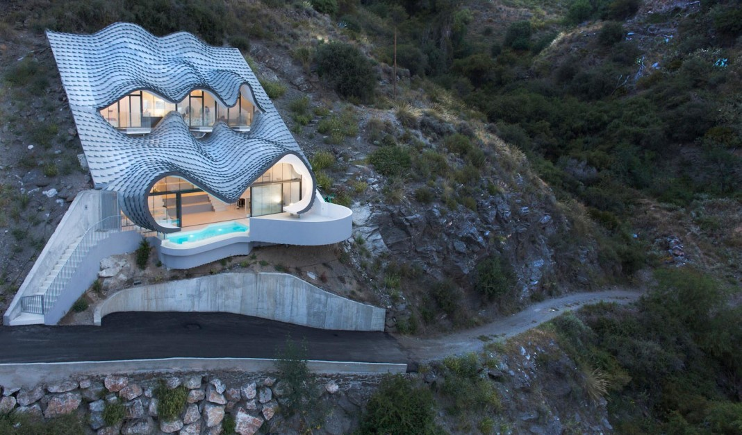 The House on the Cliff by GilBartolome Architects