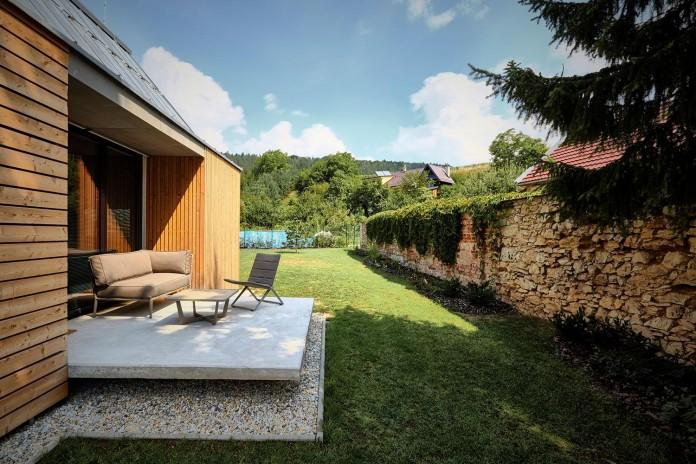 jaro-krobot-design-wooden-brick-house-set-near-forrest-lucatin-slovakia-04