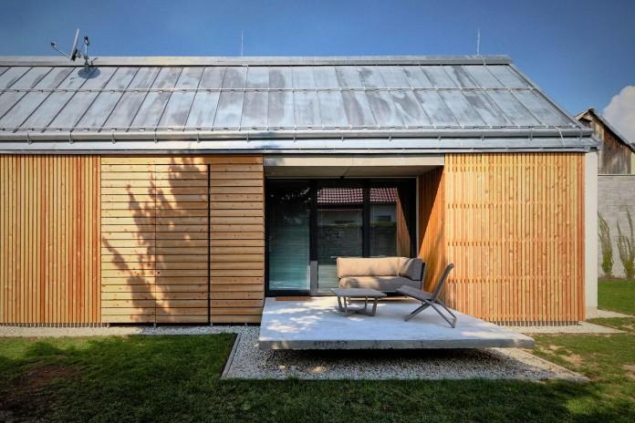 jaro-krobot-design-wooden-brick-house-set-near-forrest-lucatin-slovakia-05