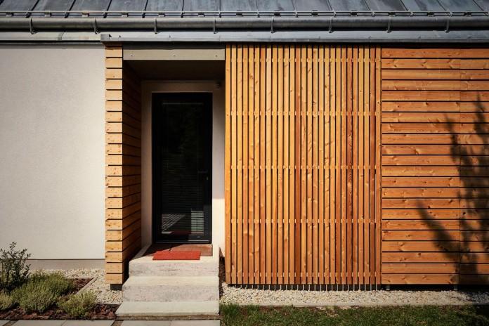 jaro-krobot-design-wooden-brick-house-set-near-forrest-lucatin-slovakia-06