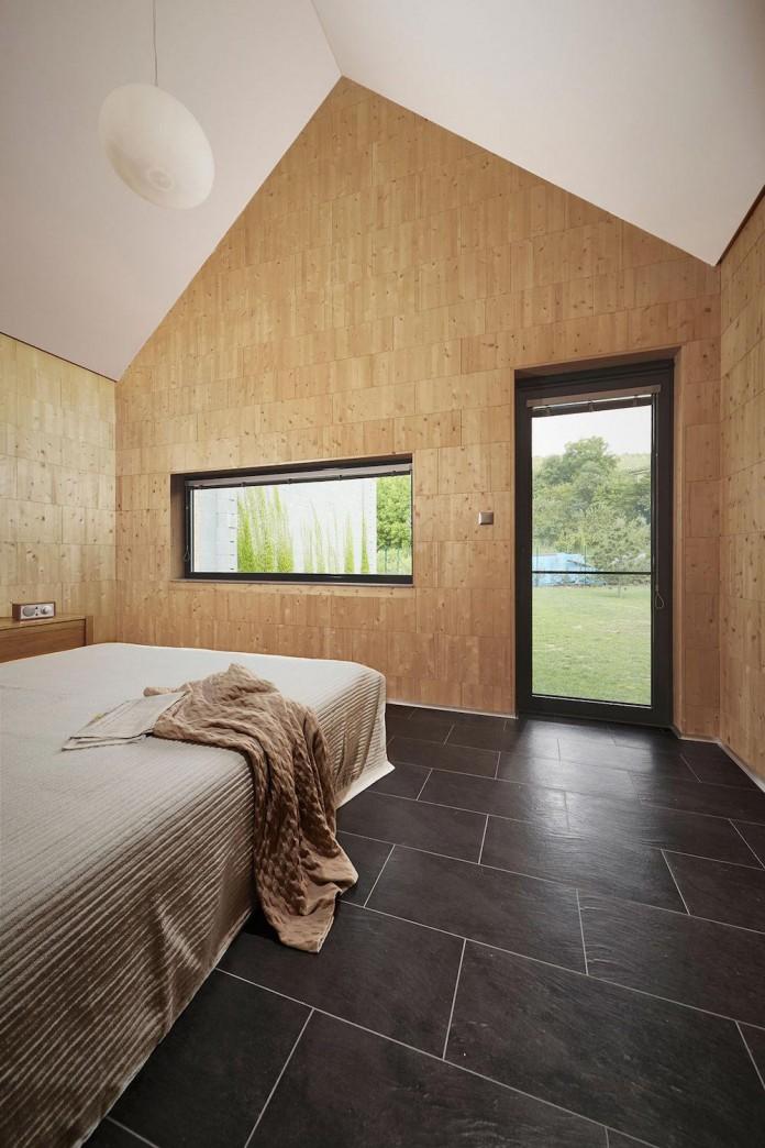jaro-krobot-design-wooden-brick-house-set-near-forrest-lucatin-slovakia-10