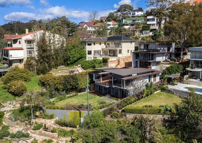 jodies-house-set-dramatic-steeply-sloping-site-views-beach-casey-brown-architects-02
