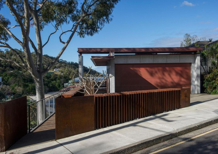jodies-house-set-dramatic-steeply-sloping-site-views-beach-casey-brown-architects-03