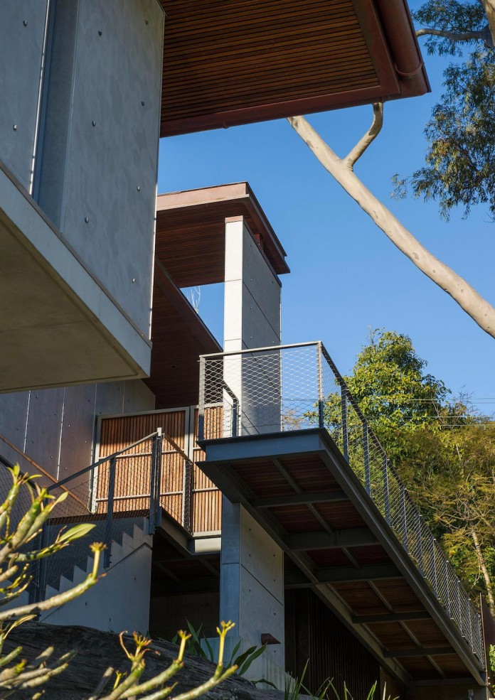 jodies-house-set-dramatic-steeply-sloping-site-views-beach-casey-brown-architects-04