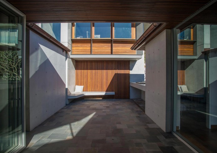 jodies-house-set-dramatic-steeply-sloping-site-views-beach-casey-brown-architects-05