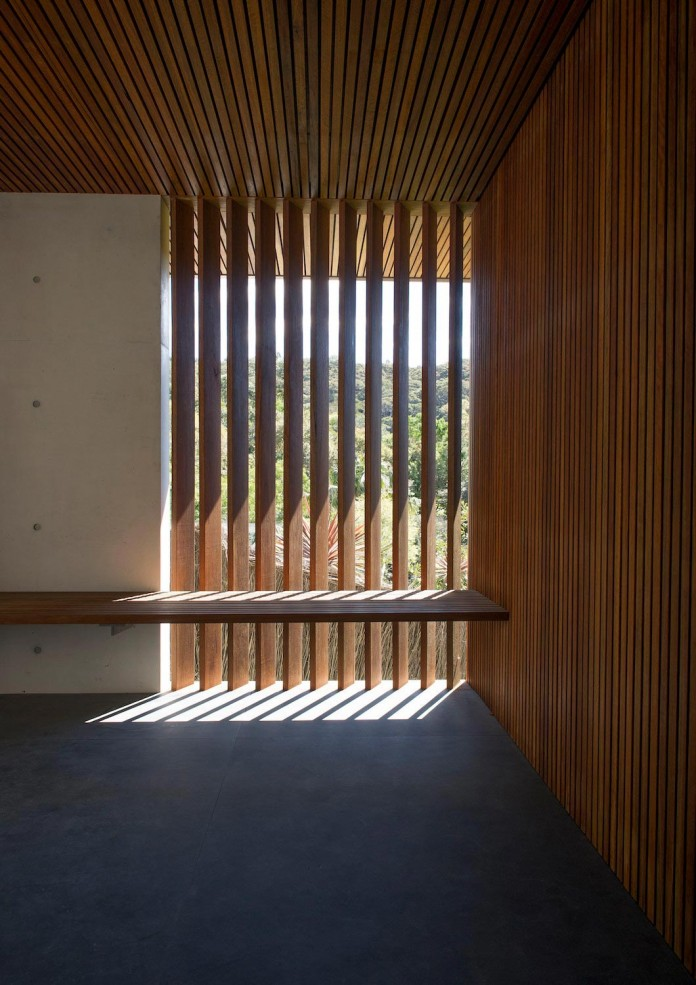 jodies-house-set-dramatic-steeply-sloping-site-views-beach-casey-brown-architects-06