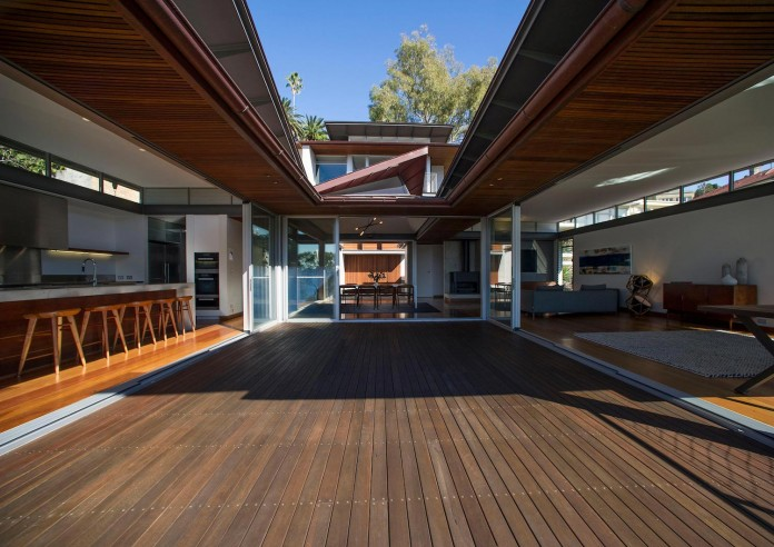 jodies-house-set-dramatic-steeply-sloping-site-views-beach-casey-brown-architects-08