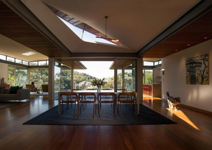 jodies-house-set-dramatic-steeply-sloping-site-views-beach-casey-brown-architects-10