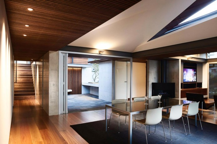jodies-house-set-dramatic-steeply-sloping-site-views-beach-casey-brown-architects-11