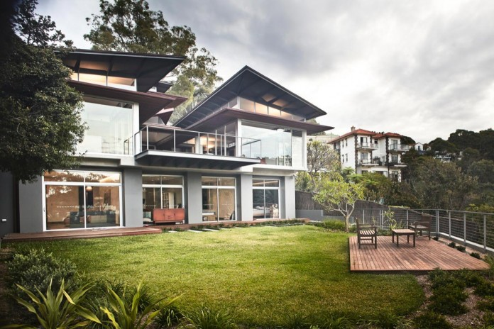 jodies-house-set-dramatic-steeply-sloping-site-views-beach-casey-brown-architects-16