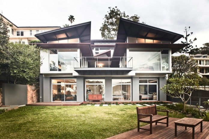 jodies-house-set-dramatic-steeply-sloping-site-views-beach-casey-brown-architects-17
