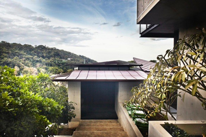 jodies-house-set-dramatic-steeply-sloping-site-views-beach-casey-brown-architects-18