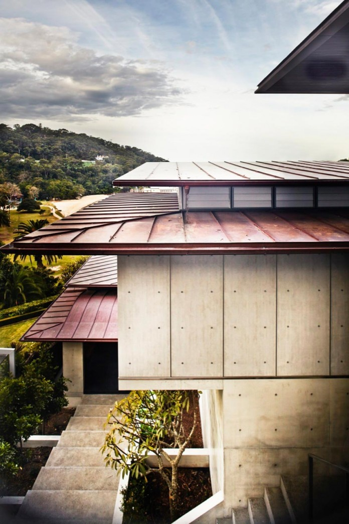 jodies-house-set-dramatic-steeply-sloping-site-views-beach-casey-brown-architects-19