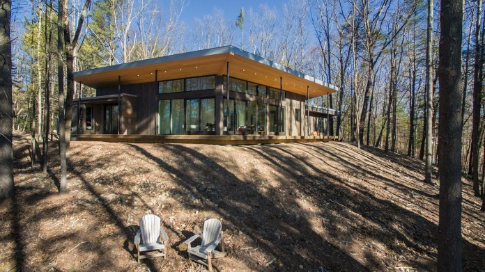 lantern-ridge-house-perched-top-wooded-knoll-hudson-valley-studio-mm-architect-02