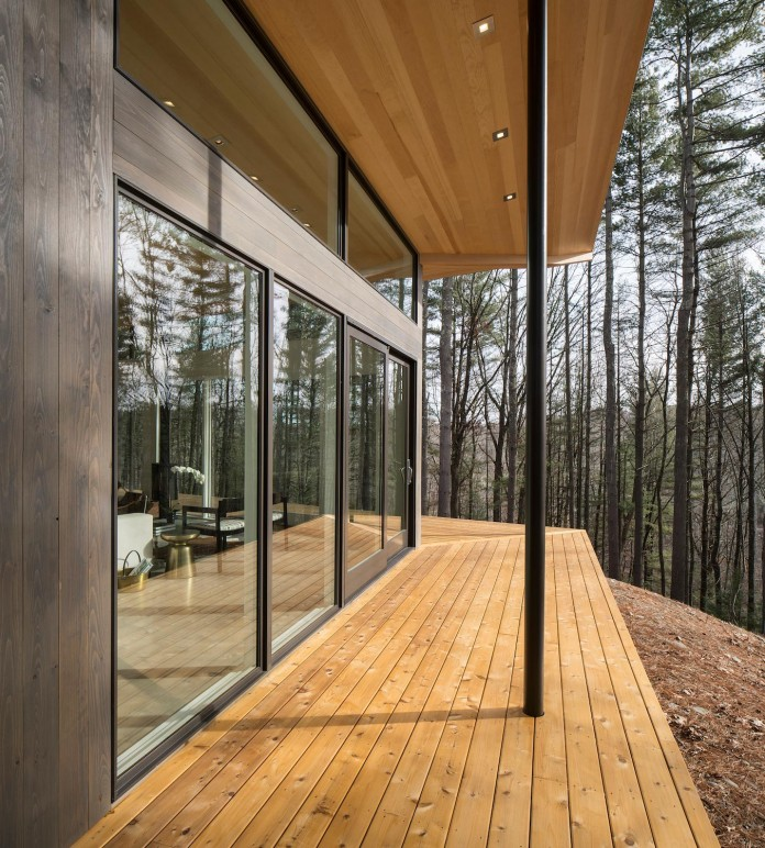 lantern-ridge-house-perched-top-wooded-knoll-hudson-valley-studio-mm-architect-05