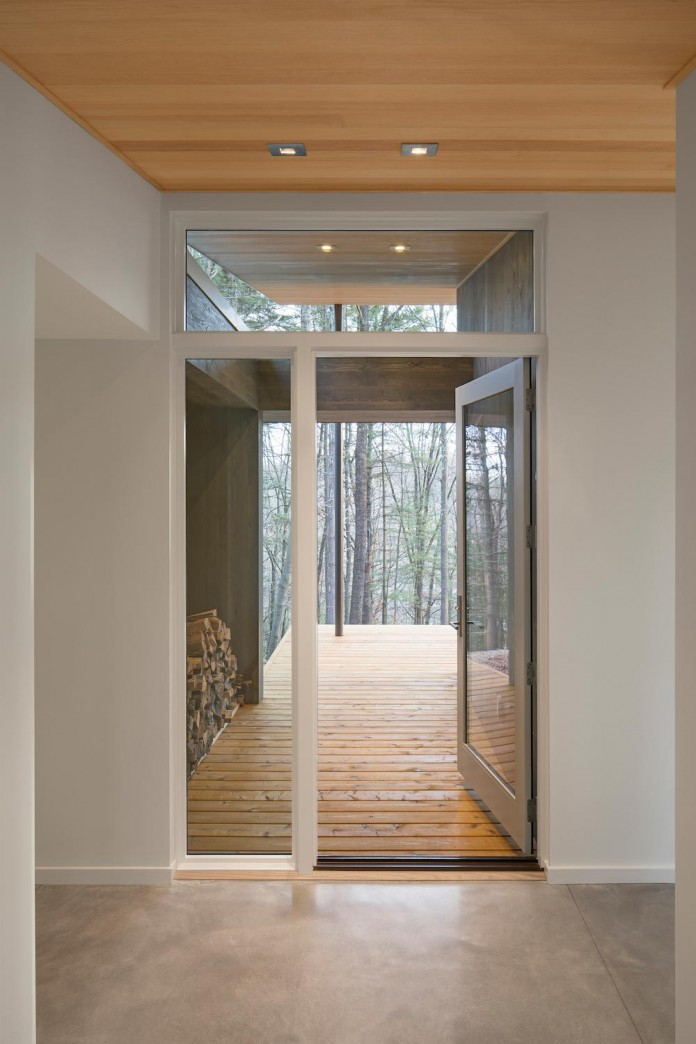 lantern-ridge-house-perched-top-wooded-knoll-hudson-valley-studio-mm-architect-07