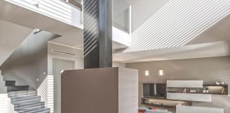 L'essenziale è Luce Modern Villa in Brescia by bp Laboratorio di Architettura