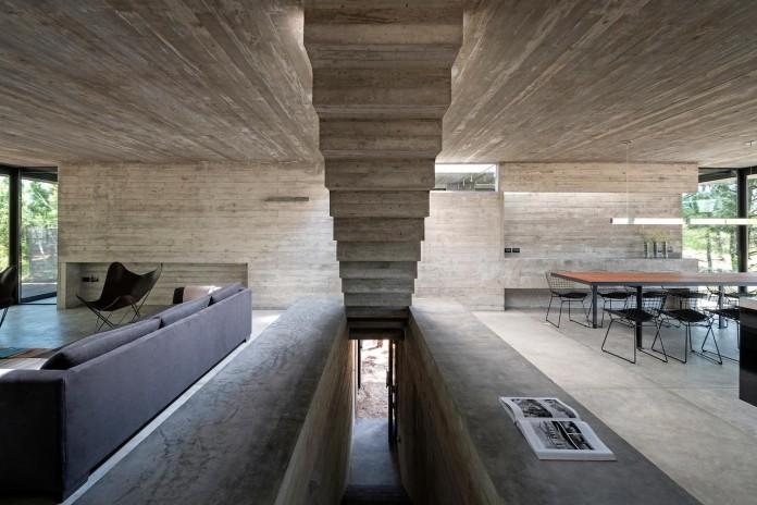 luciano-kruk-design-l4-house-located-pine-forest-near-sea-07