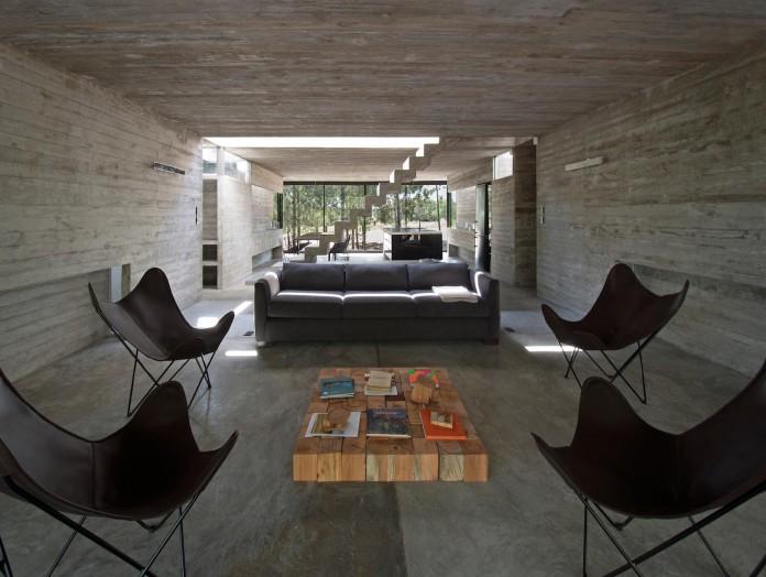luciano-kruk-design-l4-house-located-pine-forest-near-sea-11