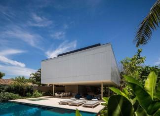 Modern Cubic White House in São Sebastião by Studio MK27 & Eduardo Chalabi