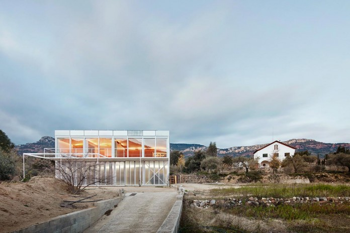 oe-house-fake-industries-architectural-agonism-aixopluc-01