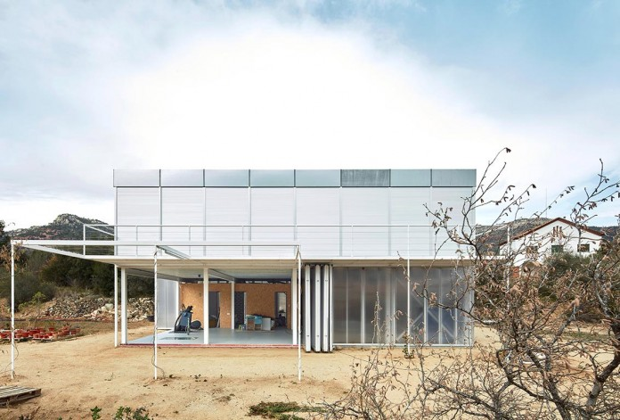 oe-house-fake-industries-architectural-agonism-aixopluc-07