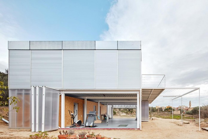 oe-house-fake-industries-architectural-agonism-aixopluc-10