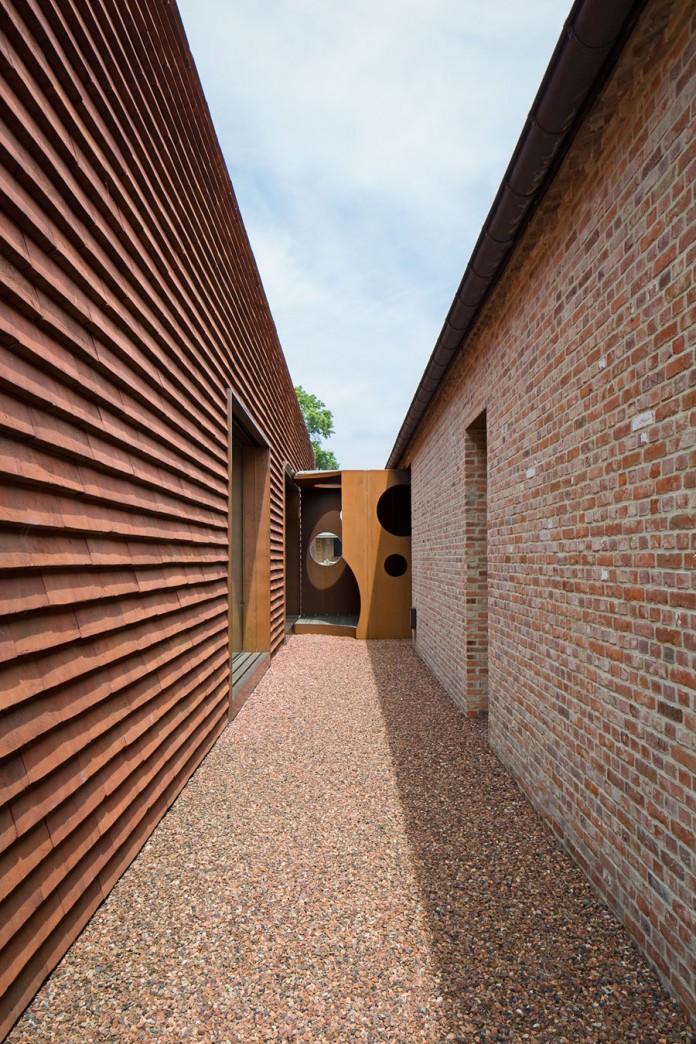 pascal-francois-architects-design-minimalist-barn-type-olmen-home-balen-belgium-07