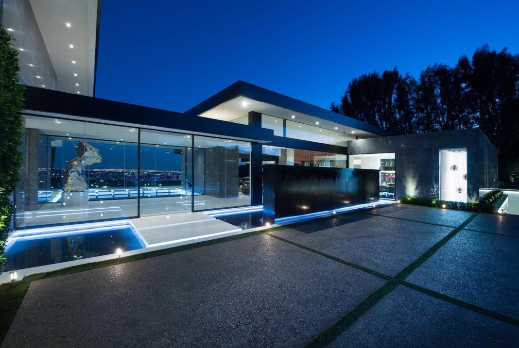 Stradella ultramodern masterpiece home on the hollywood for Modern design houses for sale