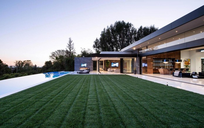 stradella-ultramodern-masterpiece-home-hollywood-hills-designed-paul-mcclean-12