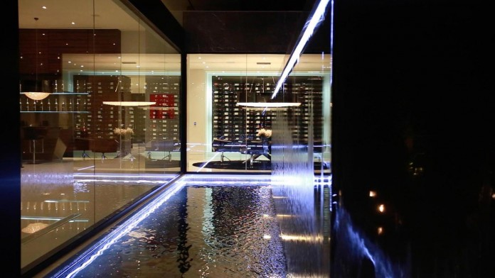 stradella-ultramodern-masterpiece-home-hollywood-hills-designed-paul-mcclean-48