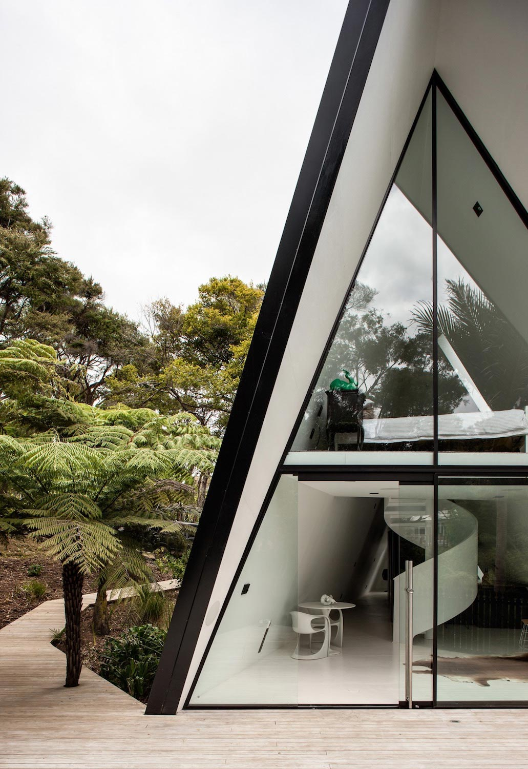 Tent House on Waiheke Island by Chris Tate Architecture