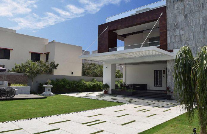 7500-square-foot-modern-wall-house-skywardinc-architects-02