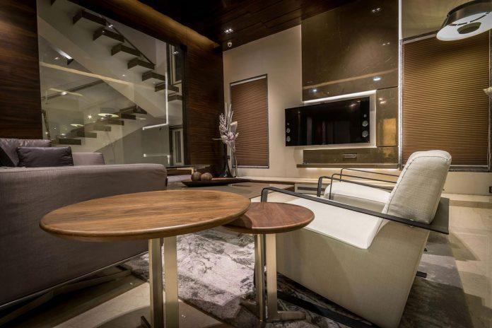 7500-square-foot-modern-wall-house-skywardinc-architects-06