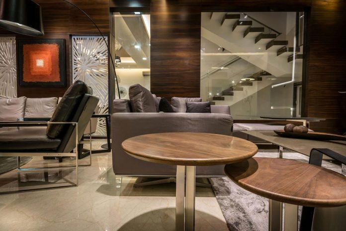 7500-square-foot-modern-wall-house-skywardinc-architects-08