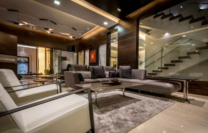 7500-square-foot-modern-wall-house-skywardinc-architects-09