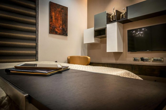 7500-square-foot-modern-wall-house-skywardinc-architects-23
