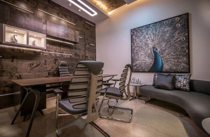 7500-square-foot-modern-wall-house-skywardinc-architects-34