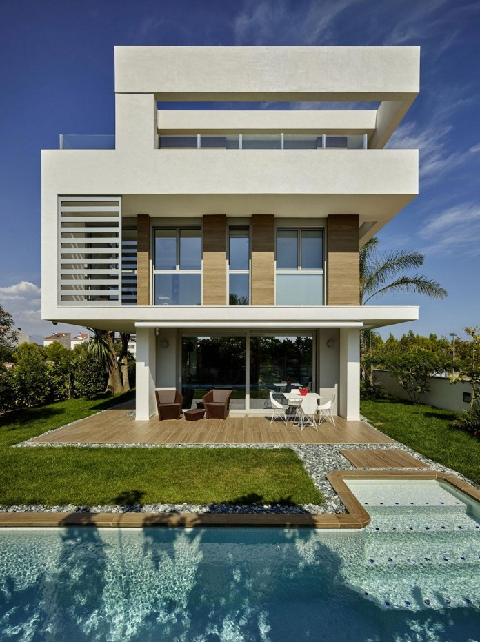 Designer-Villa-Close-to-the-Sea-06