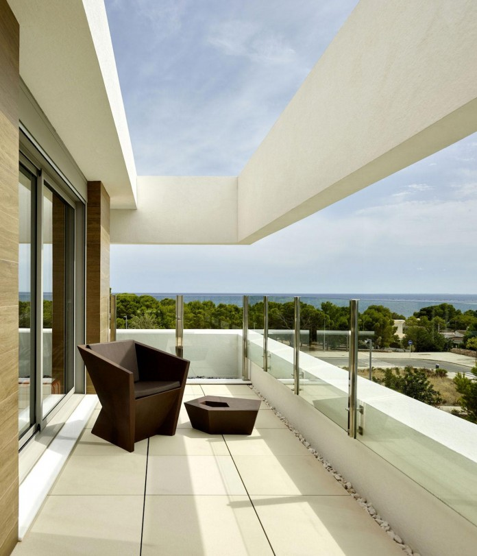 Designer-Villa-Close-to-the-Sea-10